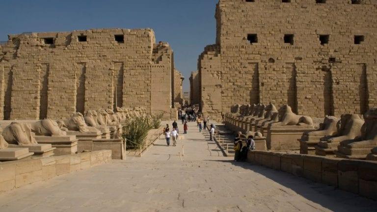 الآثار: زيادة فترة تخفيض تذاكر الأجانب لزيارة المتاحف في الصعيد