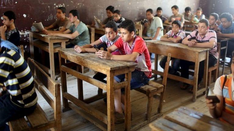 الحكومة توضح حقيقة إخلاء المدارس