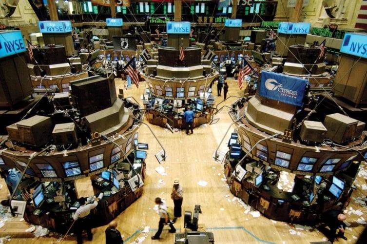 المركزي: انتشار فيروس كورونا ضرب الأسواق المالية العالمية والدولار بعنف