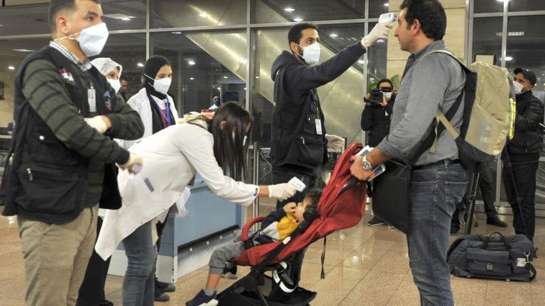 """وضع المخالطين لـ""""الأجنبي المصاب بفيروس كورونا"""" في الحجر: 1500 شخص"""